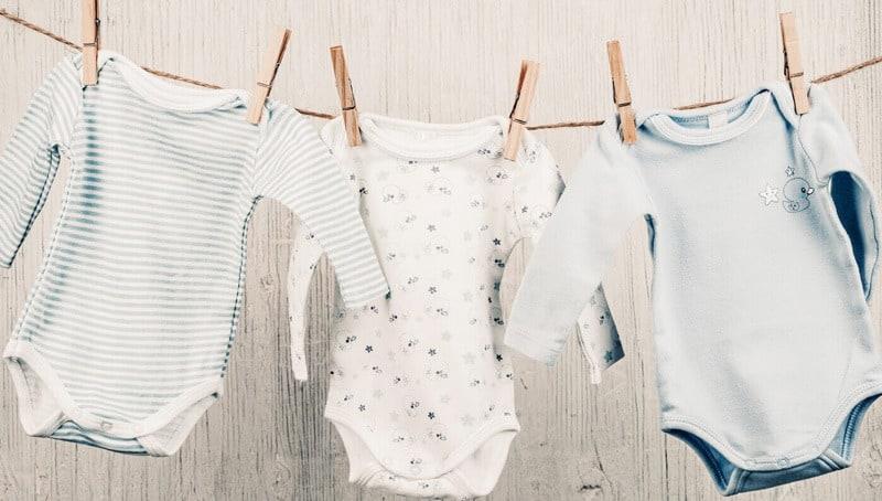 خرید لباس نوزاد برای سیسمونی