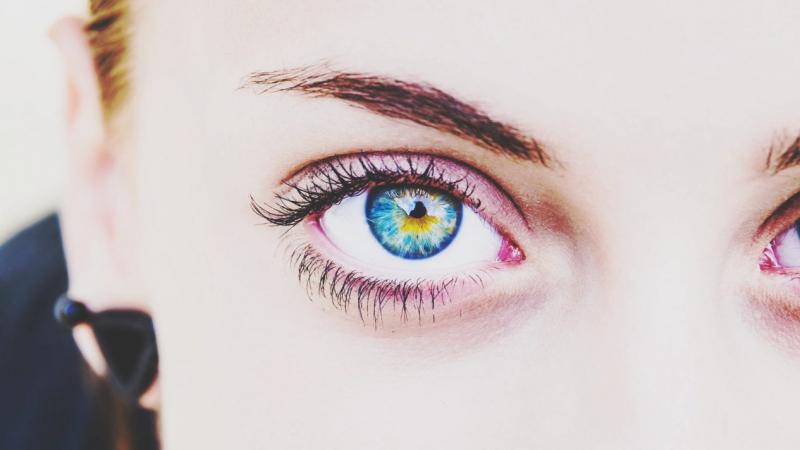 لنز رنگی چشم