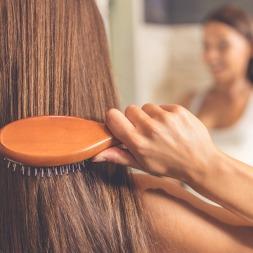 روش صحیح برس زدن موها که باعث افزایش ۱۰۰% رشد مو می شود
