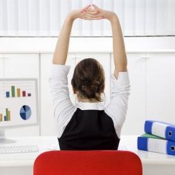 بهترین حرکات ورزشی برای کارمندان | معرفی ۲۵ حرکت ورزشی مفید