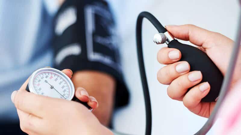دستگاه فشارسنج خون برای اندازهگیری فشار خون