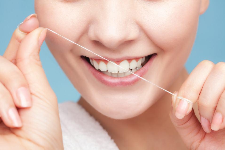 راهنمای انتخاب بهترین نخ دندان