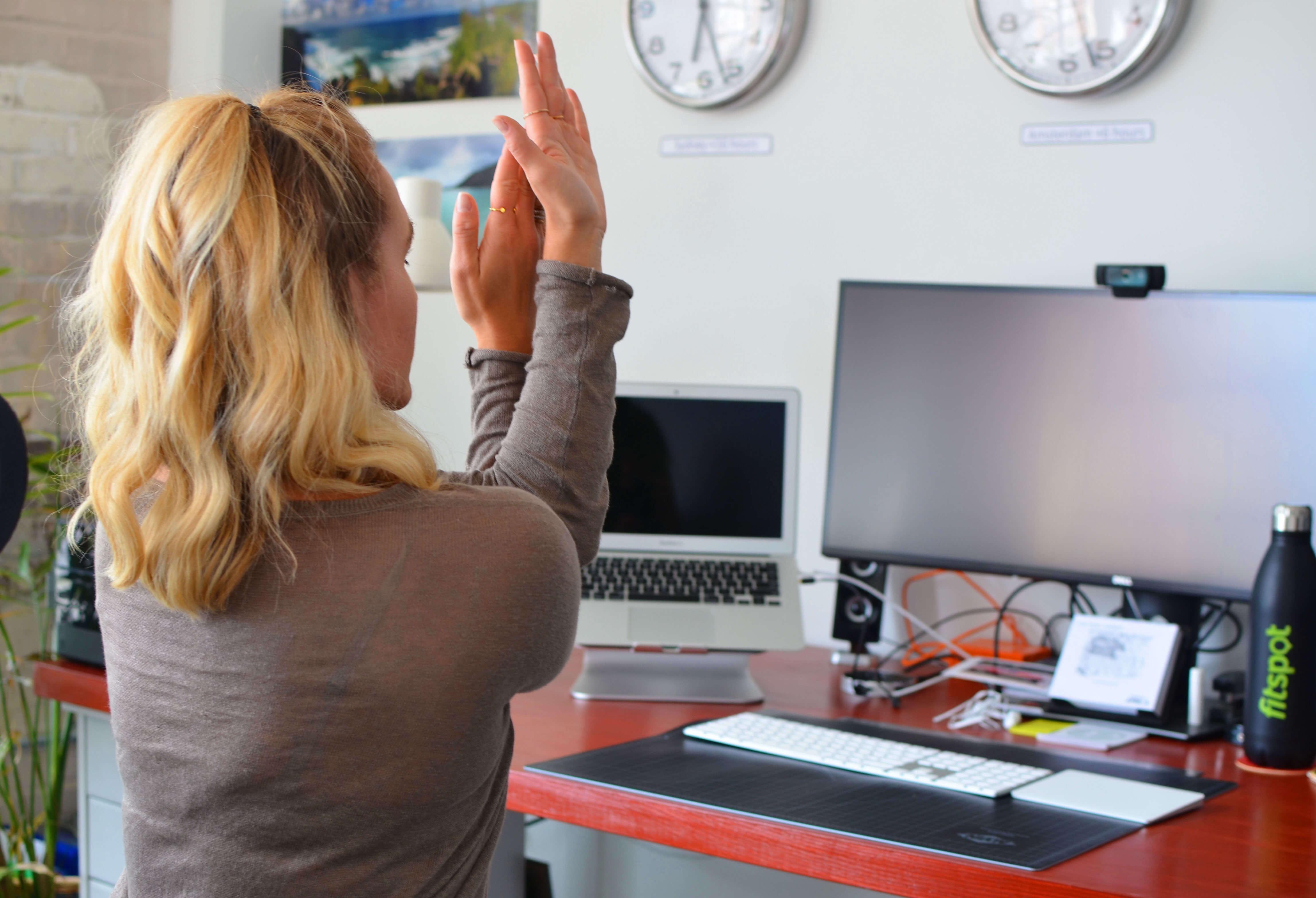 حرکات ورزشی ضروری برای کارمندان