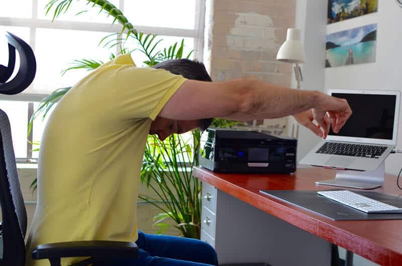 25 حرکت ورزشی مفید برای کارمندها