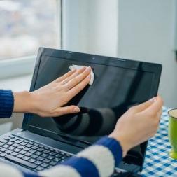 باید ها و نبایدها در هنگام تمیز کردن صفحه نمایش