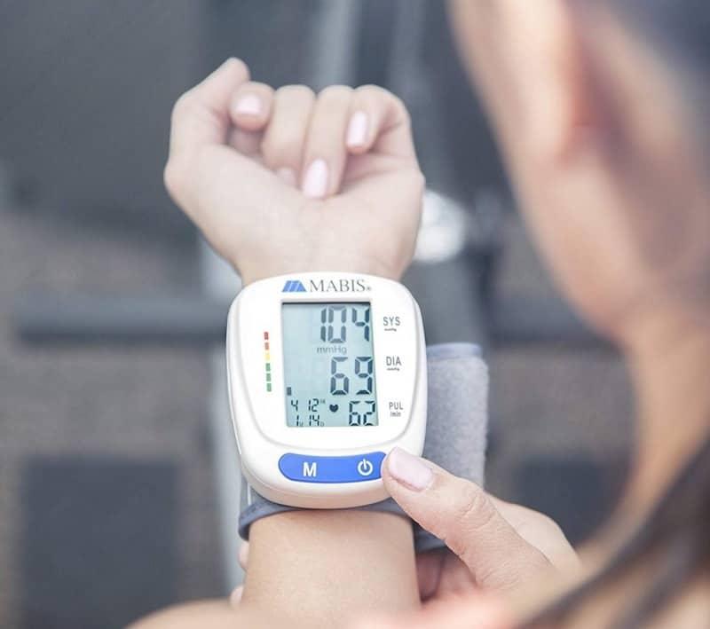 دستگاه فشارسنج خون دیجیتال برای اندازهگیری فشار خون