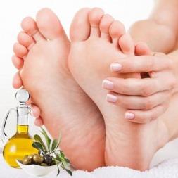بهترین روشهای درمانی رفع ترک کف پا [۱۵ روش خانگی بهبود ترک پاشنه پا]