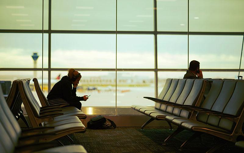داستان صوتی کوتاه انتظار در فرودگاه