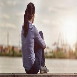 تنهایی چیست و چگونه میتوان بر حس تنهایی غلبه کرد؟