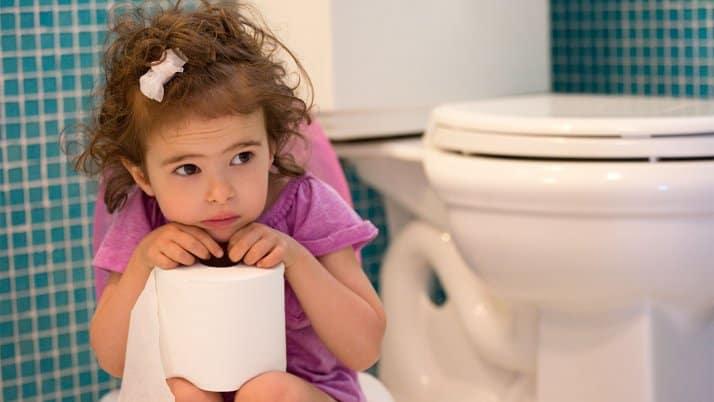 درمان یبوست با آموزش استفاده صحیح از توالت به کودکان