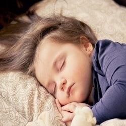 تربیت کودک| آموزش جدا خواباندن کودک در اتاق خودش