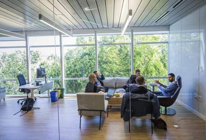 دفتر کار ساندار پیچای در گوگل، به دور از زرق و برق و تشریفات اتاق مدیرعاملها!