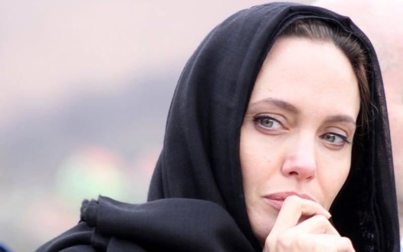 آنجلینا جولی با حجاب