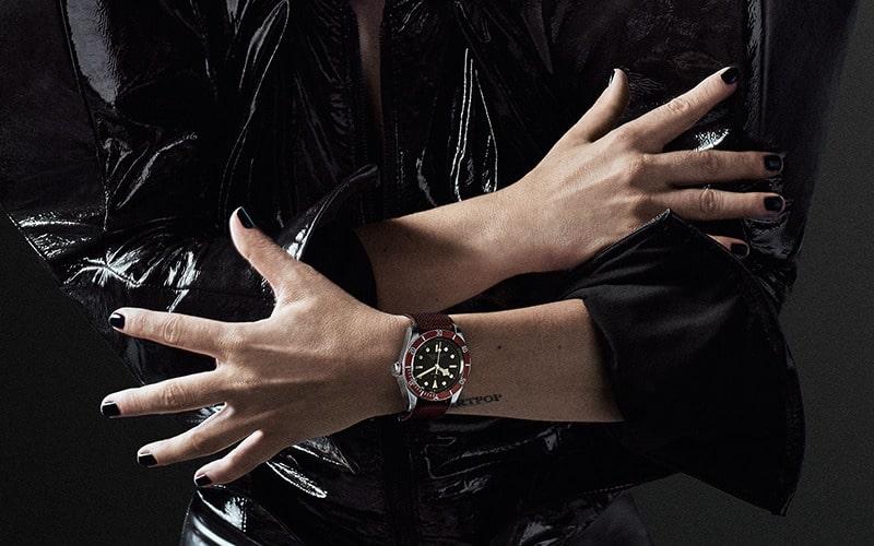 لیدی گاگا و ساعت